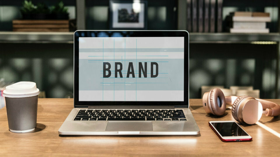 Yahoo, ΙΚΕΑ, iPad και άλλα: Άγνωστες ιστορίες πίσω από επώνυμα brand names