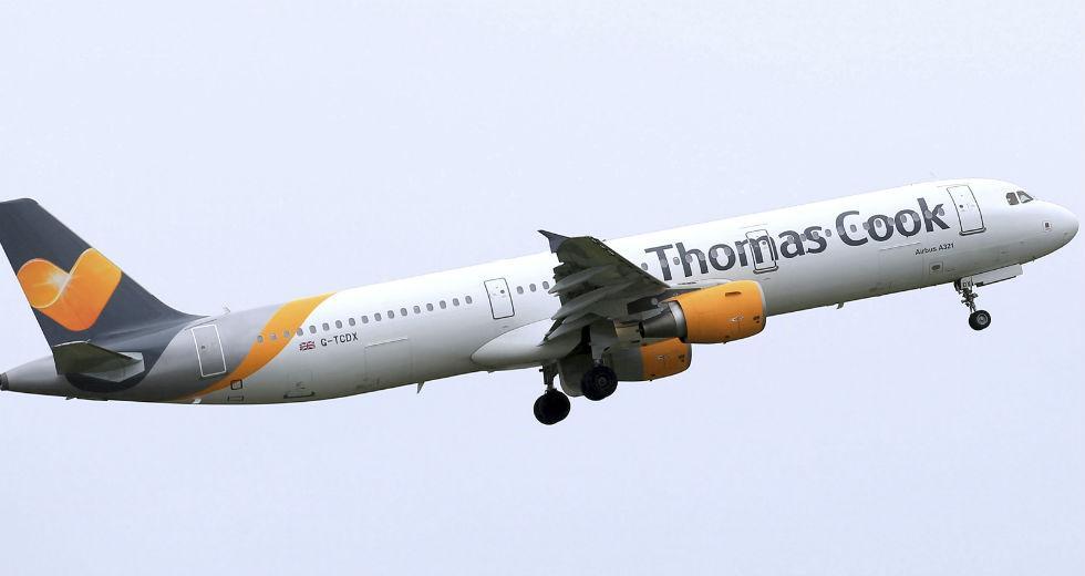 Κατέρρευσε η Thomas Cook, στον αέρα η επιστροφή 600.000 ταξιδιωτών