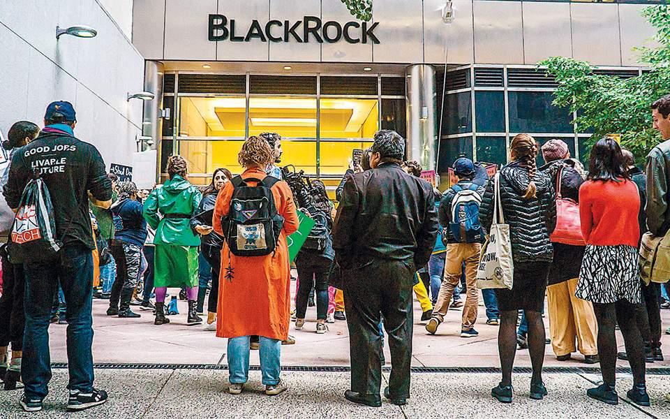 Διπλασιάζει τις «πράσινες» επενδύσεις η BlackRock